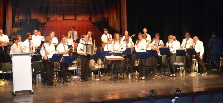 Harmonie E.V. Viversel, bij het afsluitend concert in de Oude Muze.
